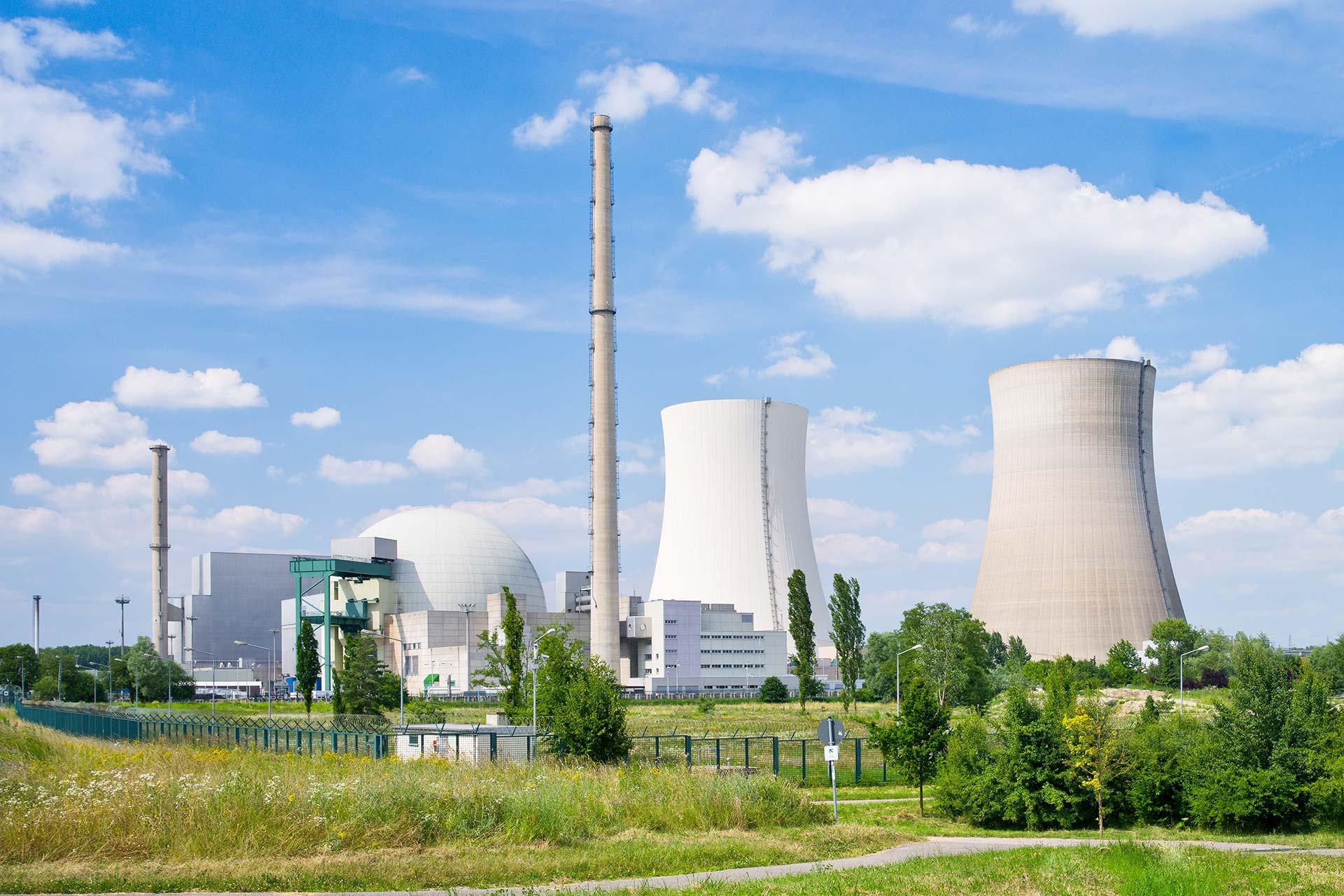 MB Spezialabbruch - Spezialabbruch/Demontage: Atomkraftwerk mit Kühltürmen