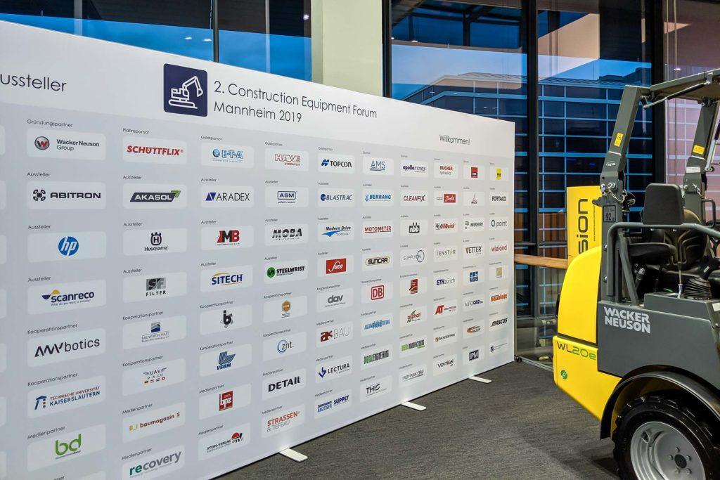 MB Spezialabbruch auf dem 2. Construction Equipment Forum in Mannheim - Tafel mit den Teilnehmern